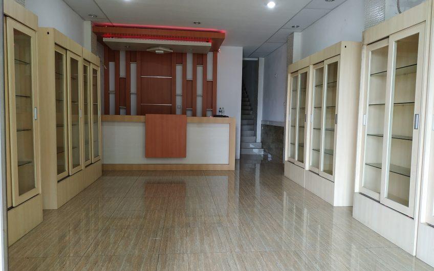 Disewakan Ruko 3 Lantai di Pinggir Jalan raya Tole Iskandar
